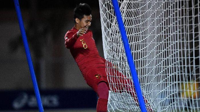 Pemain Timnas U-22 Indonesia Witan Sulaeman melakukan selebrasi seusai mencetak gol ke gawang Timnas Brunei Darussalam dalam pertandingan Grup B SEA Games 2019 di Stadion Sepak Bola Binan, Laguna, Filipina, Selasa (3/12/2019). Indonesia menaklukkan Brunei dengan skor 8-0. ANTARA FOTO/Sigid Kurniawan/nz