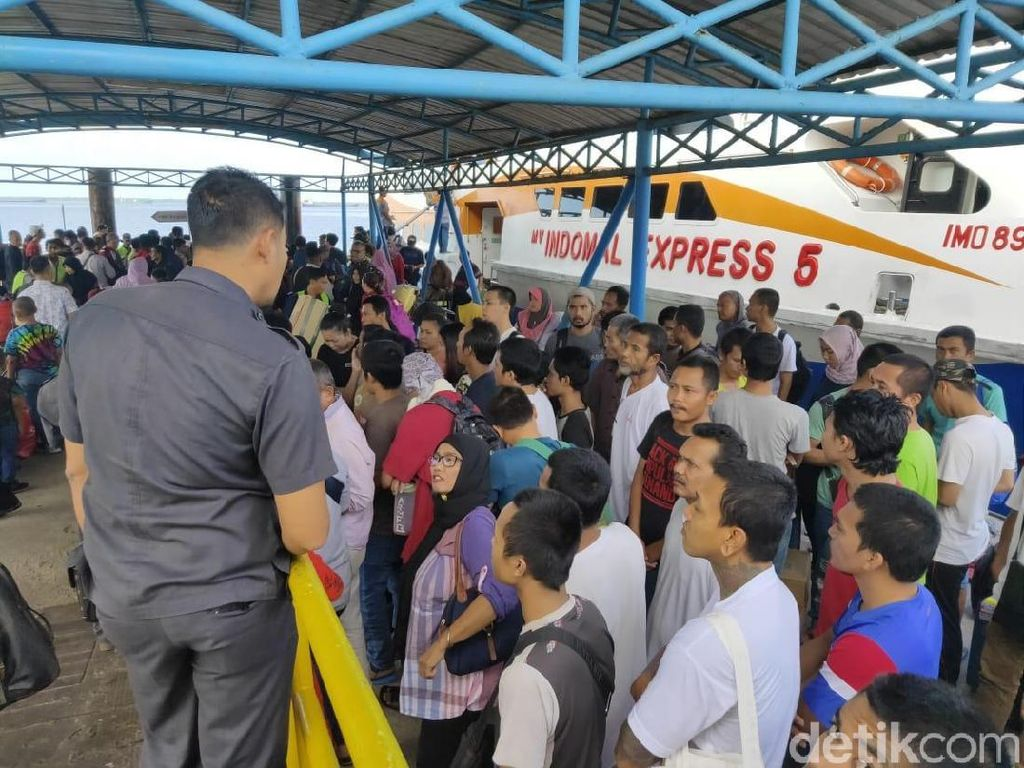 Malaysia Deportasi 53 TKI Bermasalah ke Dumai Riau