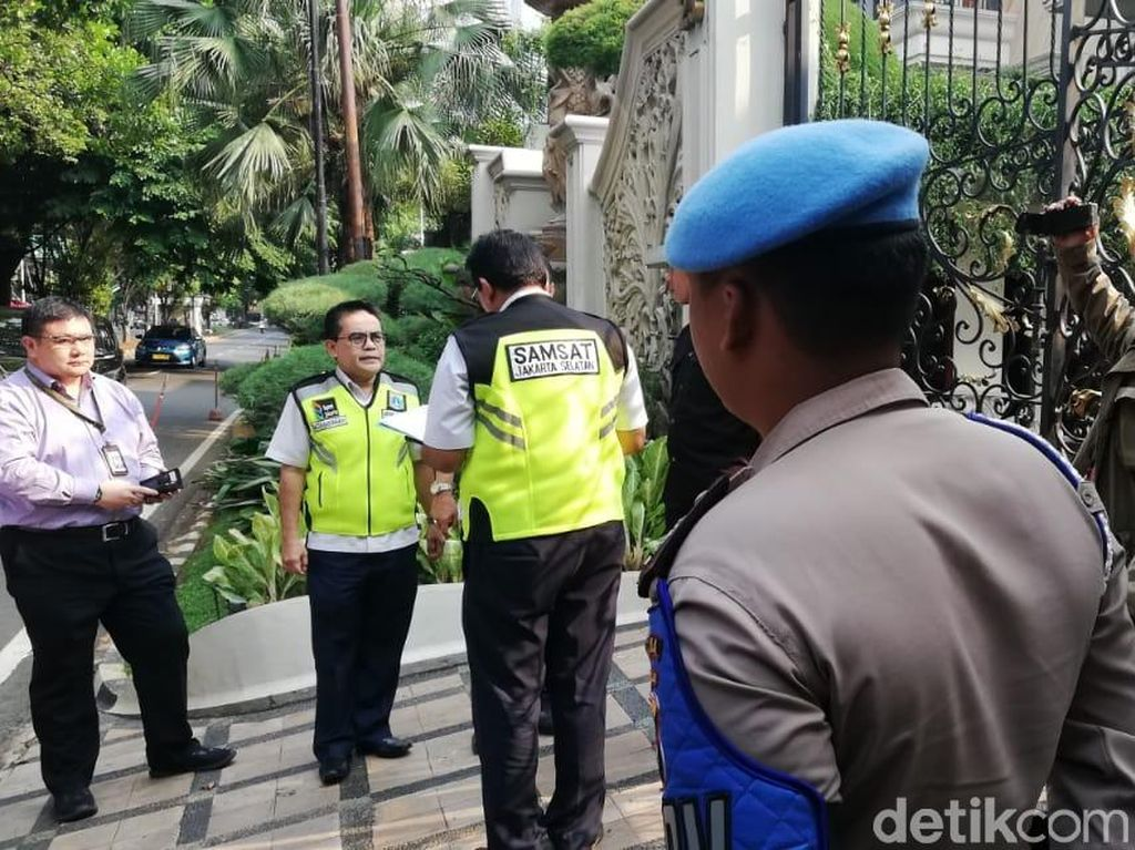 Penunggak Pajak Mobil Mewah Bersarang di Jakarta Utara