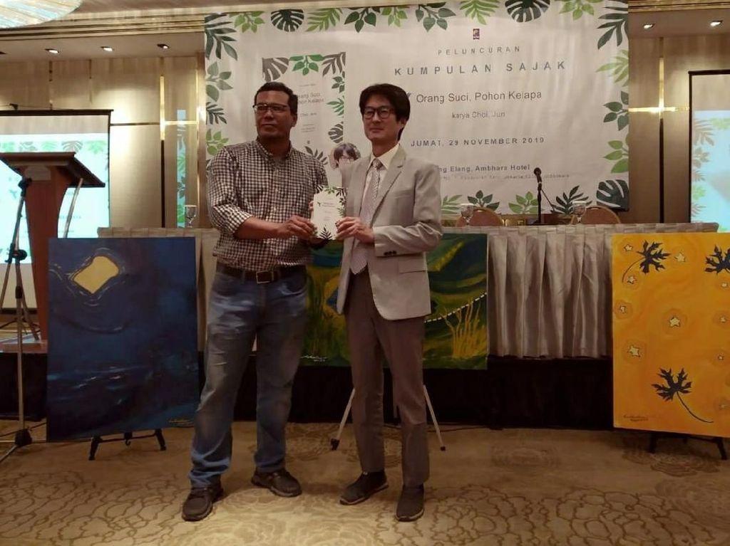 Penyair Korea Rilis Buku Puisi di Jakarta