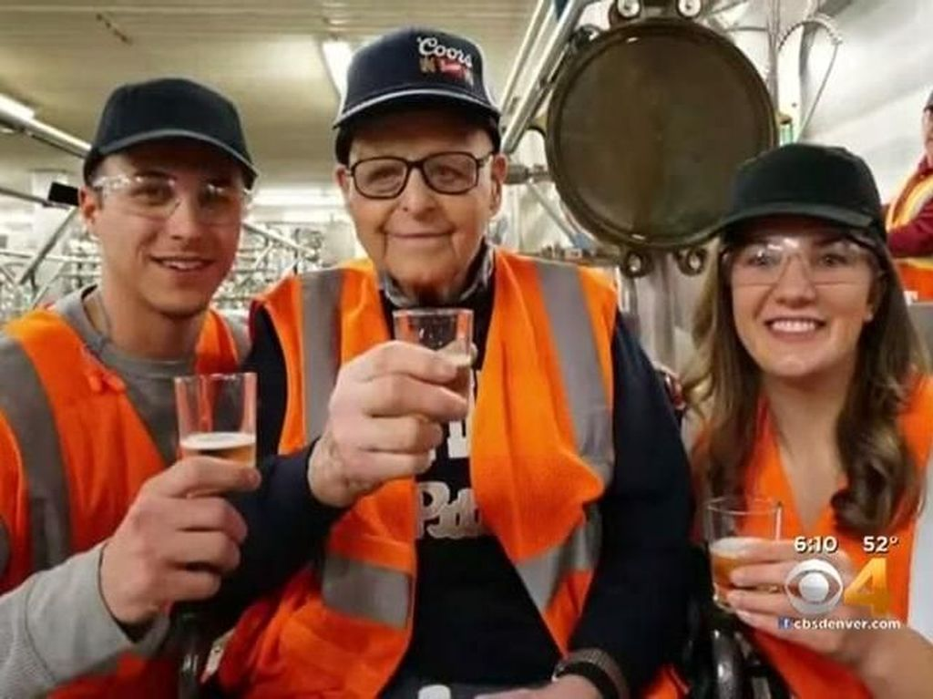Minum Bir Setiap Sore Jadi Rahasia Panjang Umur Kakek 102 Tahun Ini