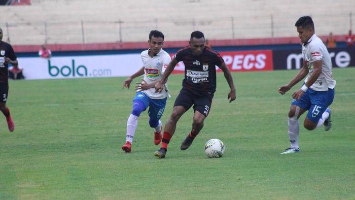 Persipura Jayapura mengalahkan PSIS Semarang 2-0 (Foto: detik.com/Suparno)