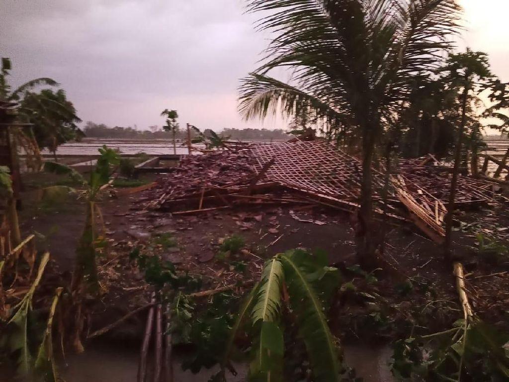 Angin Kencang Rusak Rumah dan Pohon di Grobogan, Satu Orang Luka