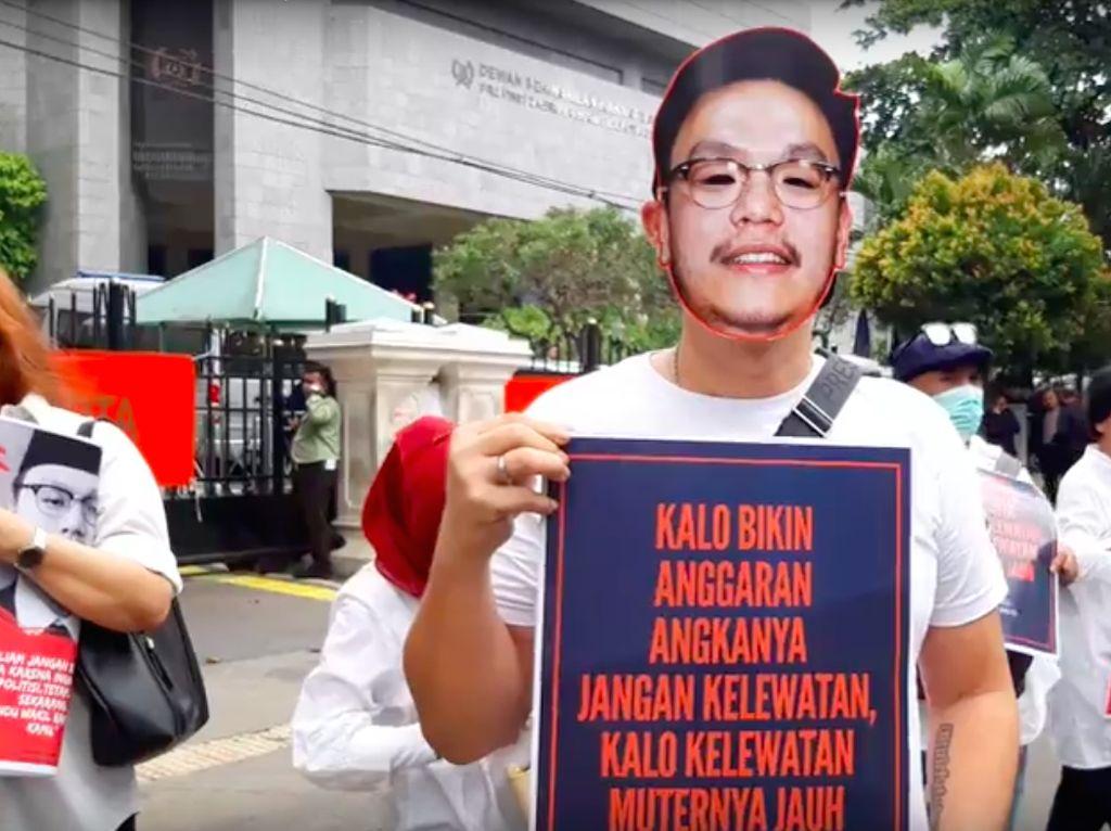 Video Massa Bertopeng Demo DPRD, Tuntut Transparansi Anggaran DKI
