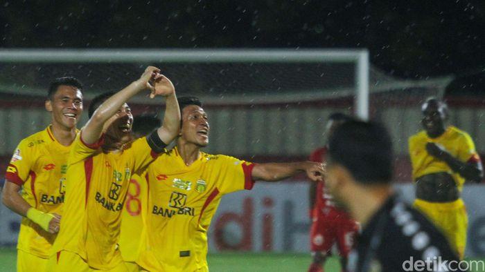 Bhayangkara FC melanjutkan tren positif mereka usai mengalahkan Persija Jakarta di pekan ke-30 Liga 1 2019. The Guardian menjinakkan Macan Kemayoran 3-0.