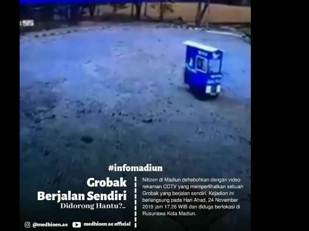 Video Gerobak Mi Ayam di Madiun Jalan Sendiri, Penjualnya Heran