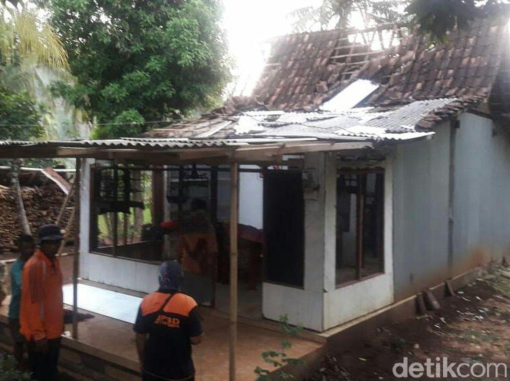 Angin Kencang Disertai Hujan Es, 77 Rumah Warga di Situbondo Rusak