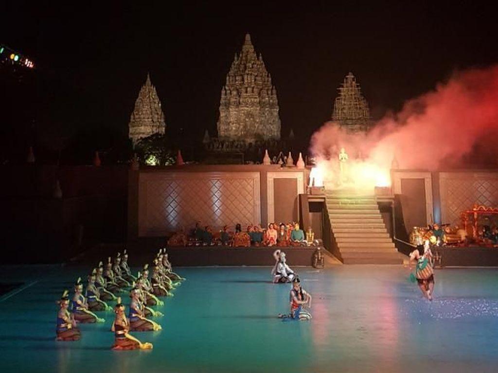 Syahdunya Sendratari Ramayana Berlatar Candi Prambanan