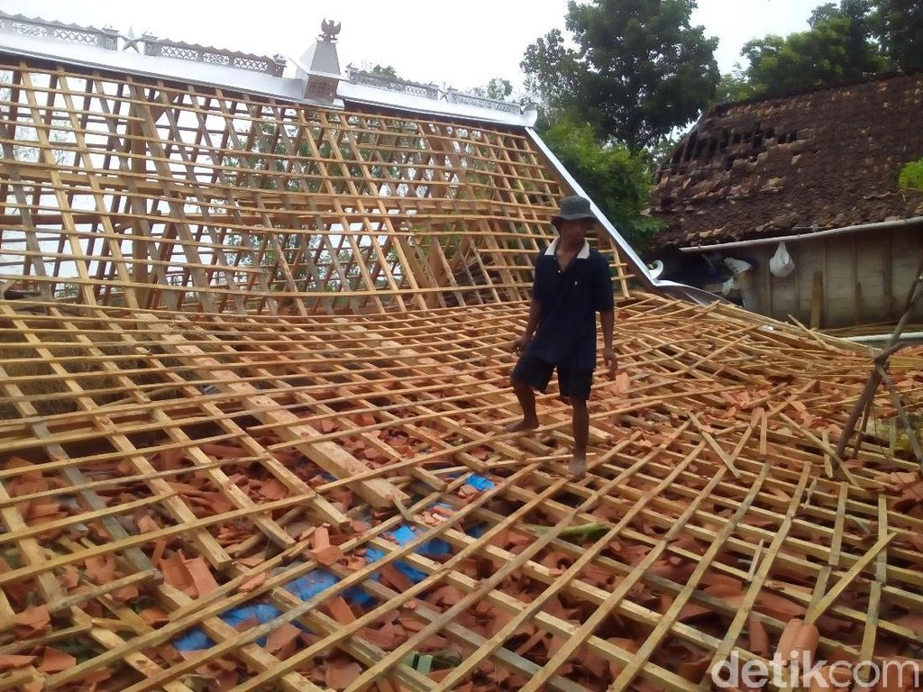 Pemprov Jateng Siapkan Rp 23 M Perbaiki Kerusakan Akibat Angin Kencang