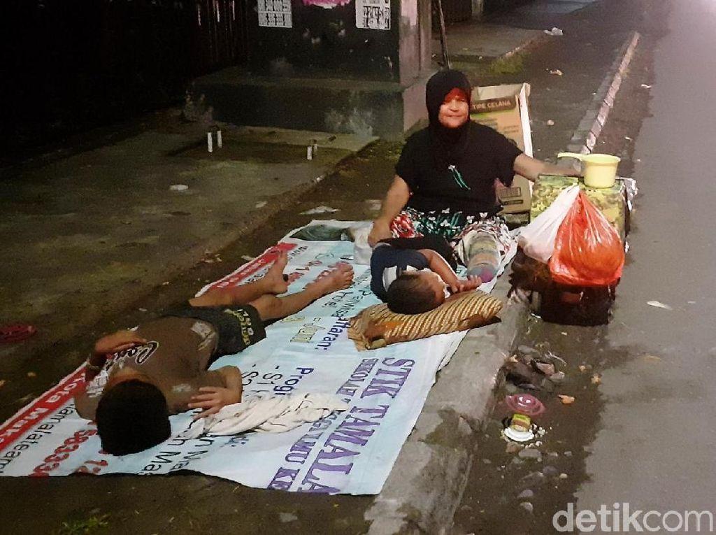 Pengemis Anak-anak Menjamur di Makassar