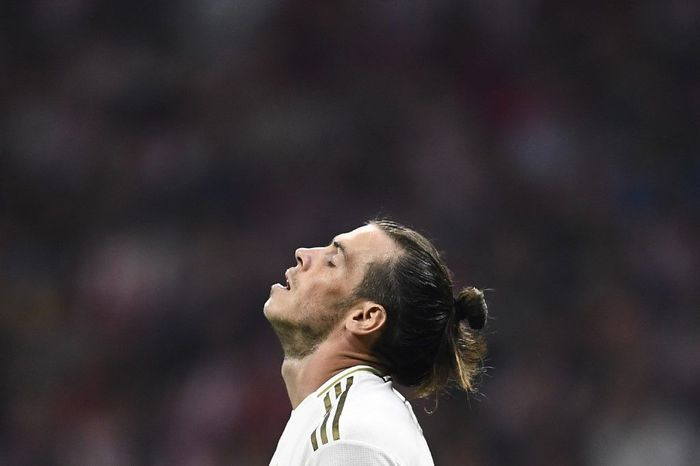 Real Madrids Welsh forward Gareth Bale reacts during the Spanish league football match between Club Atletico de Madrid and Real Madrid CF at the Wanda Metropolitano stadium in Madrid on September 28, 2019. (Photo by OSCAR DEL POZO / AFP)