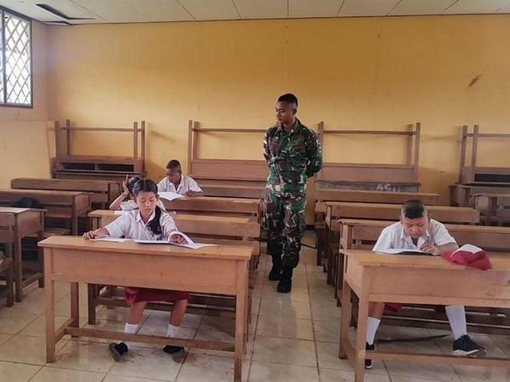 Satgas Pamtas RI-PNG Jadi Pengawas UTS di Sekolah Perbatasan