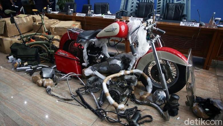Harley-Davidson yang diselundupkan lewat pesawat Garuda Indonesia Foto: Agung Pambudhy