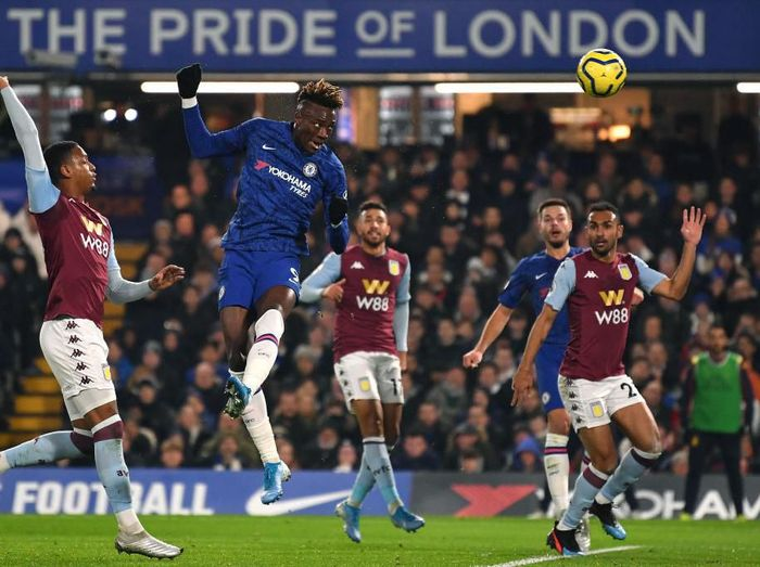 LONDON, ENGLAND - DECEMBER 04: Tammy Abraham of Chelsea scores the 1st Chelsea goal during the Premier League match between Chelsea FC and Aston Villa at Stamford Bridge on December 04, 2019 in London, United Kingdom. (Photo by Justin Setterfield/Getty Images)