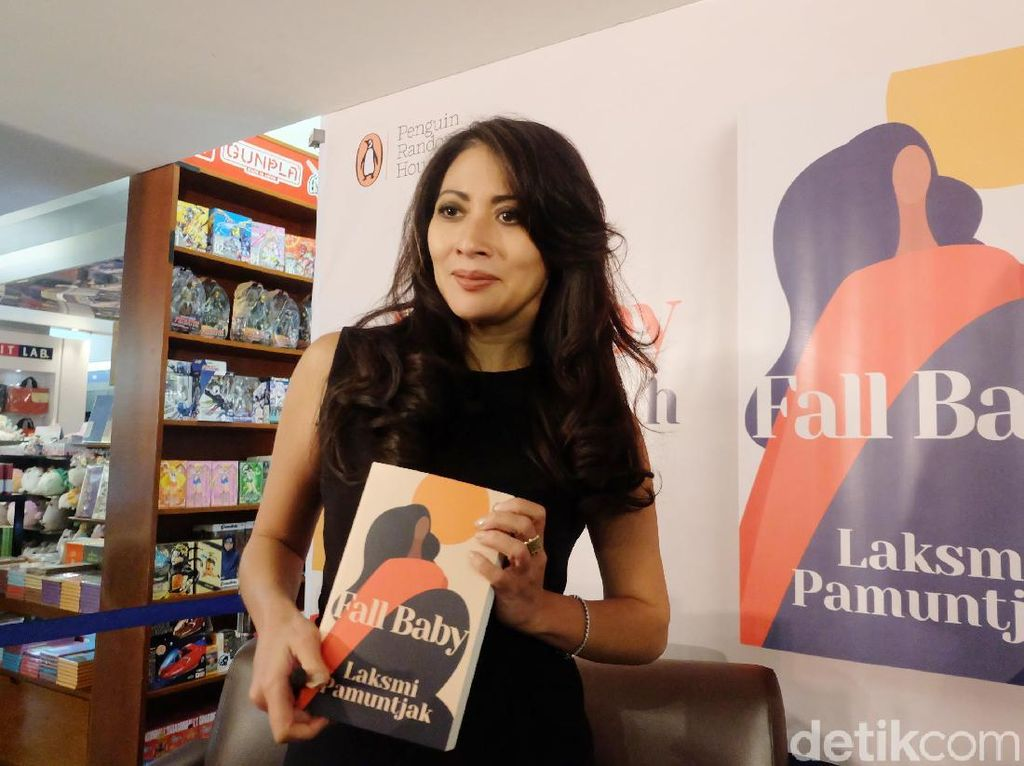 Laksmi Pamuntjak Raih Singapore Book Awards 2020 Lewat Novel Fall Baby