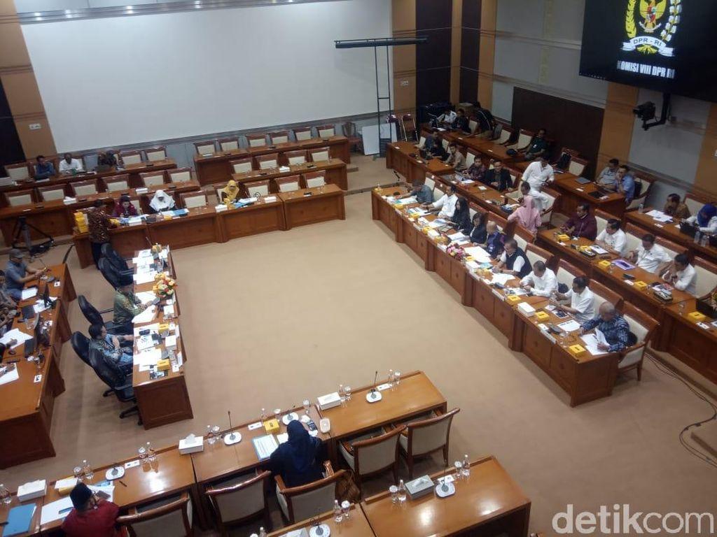 Anggota DPR ke Garuda: Kenapa Harga Tiket Pesawat Haji Mahal?