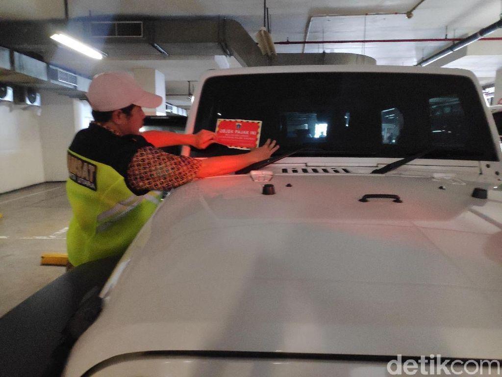 Ganjaran Blokir STNK untuk Para Pemilik Mobil Mewah Pemalsu Identitas!