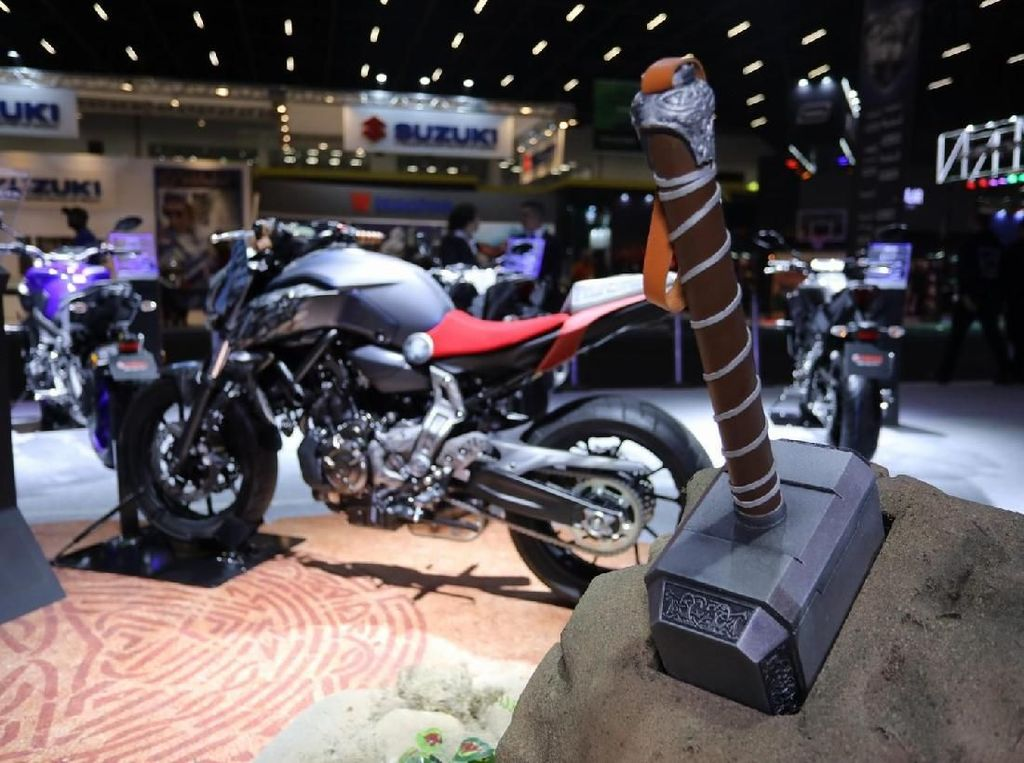 Motor Yamaha Berjubah Superhero, Nmax Gelantungan Bak Spiderman!