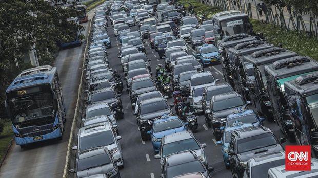 Volume Kendaraan Turun di Jalan Jendral Sudirman