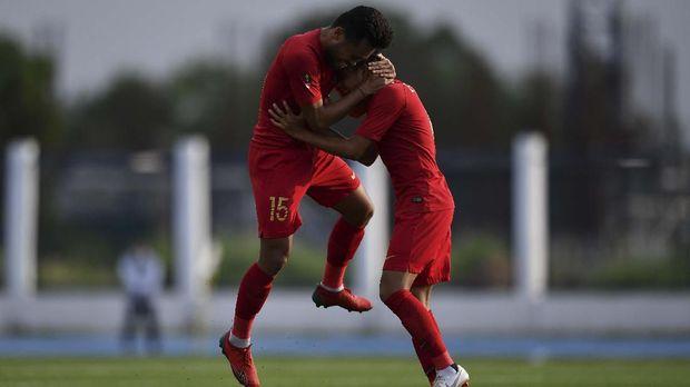 Evan Dimas dan Saddil Ramdani saat merayakan gol Indonesia. (