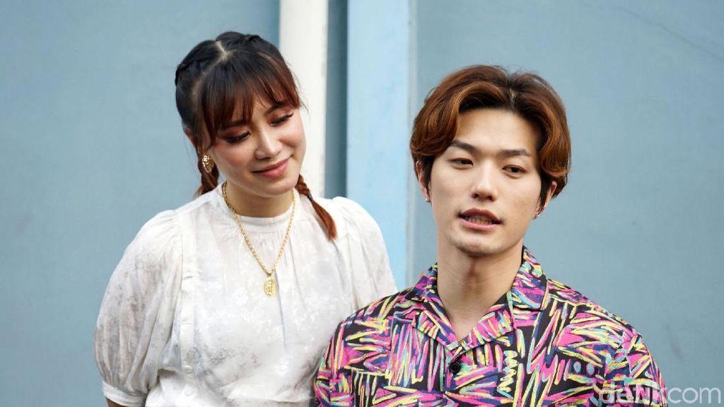 Tatapan Penuh Cinta Moa pada Lee Jeong Hoon