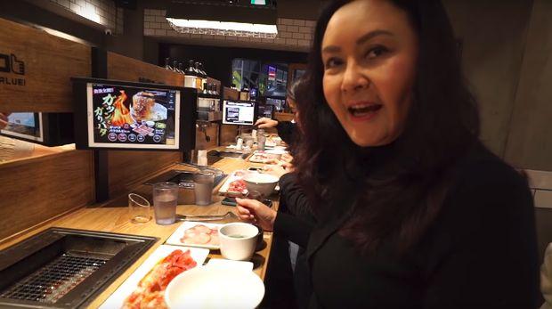 Atiek Nur Wahyuni makan malam