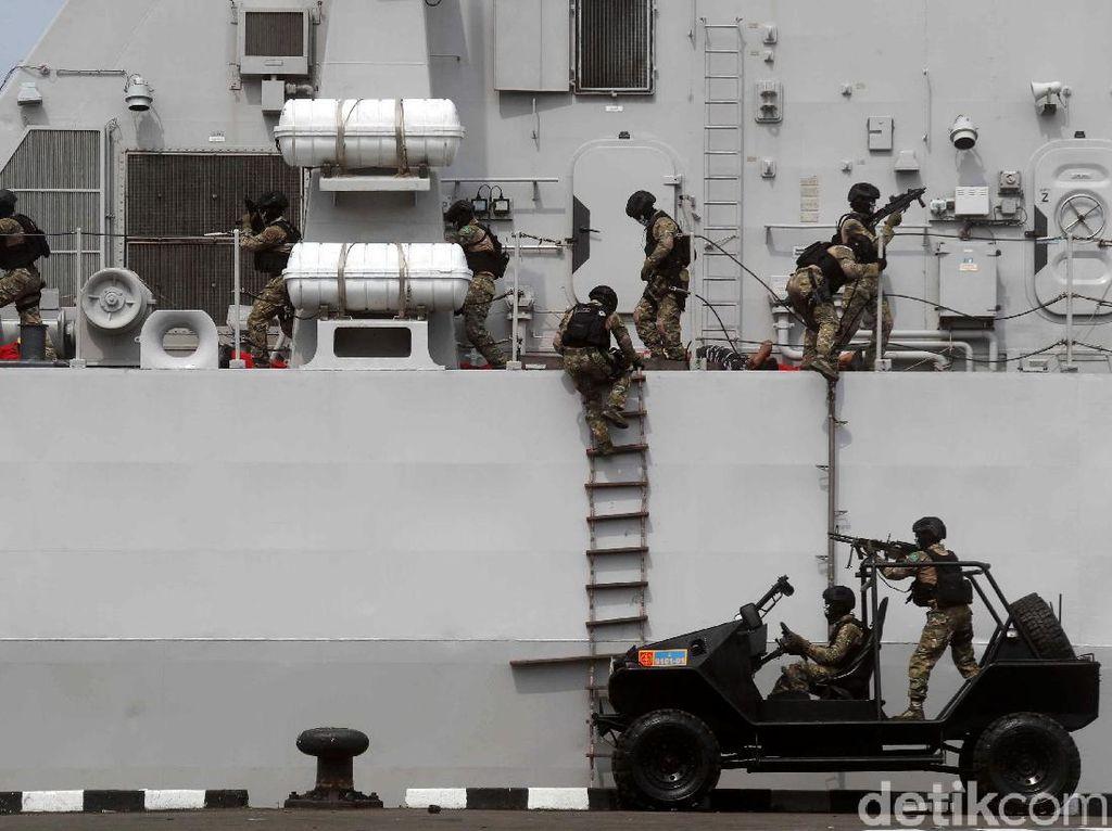 Ragam Aksi Para Prajurit TNI AL Meriahkan HUT Armada 2019