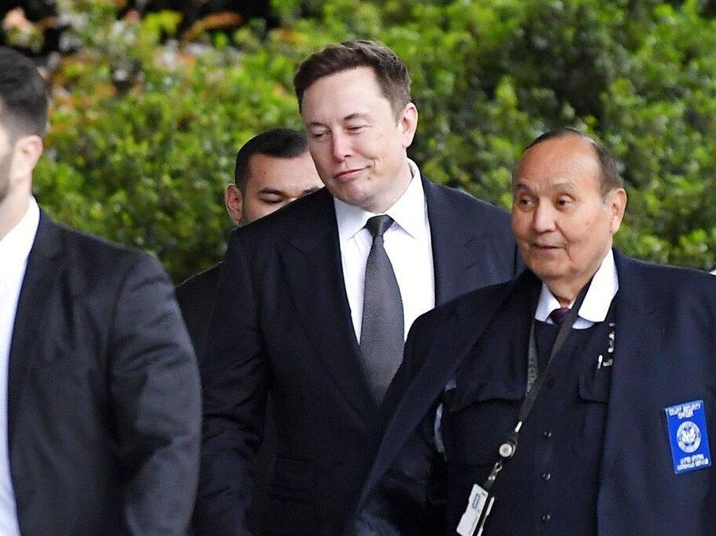 Elon Musk Sindir Jeff Bezos Terlalu Tua dan Lamban