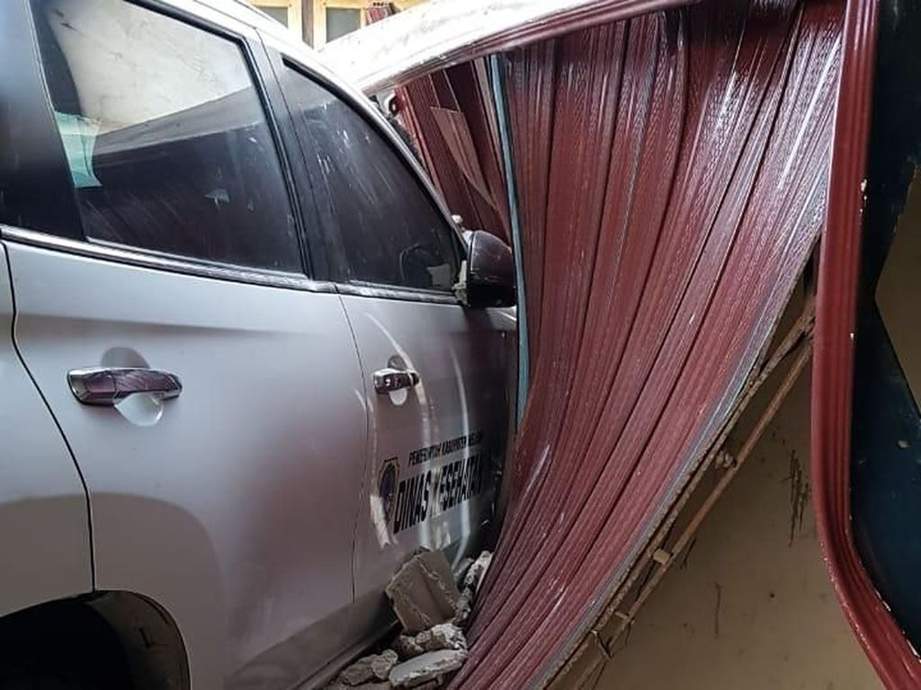 Mobil Dinkes Kalbar Tabrak Motor hingga Seret 5 Meter, Suami Tewas-Istri Kritis