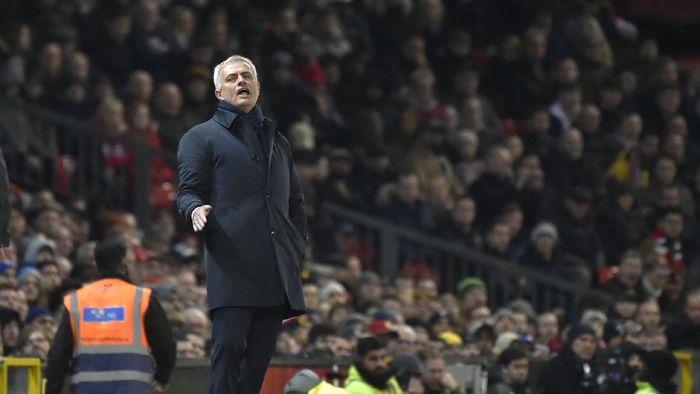 Bulan madu Jose Mourinho bersama Tottenham Hotspur berakhir di tangan Manchester United. (Foto: AP Photo/Rui Vieira)