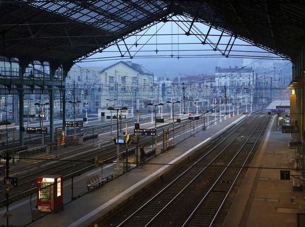 Aksi Mogok Massal Lumpuhkan Transportasi Publik di Paris