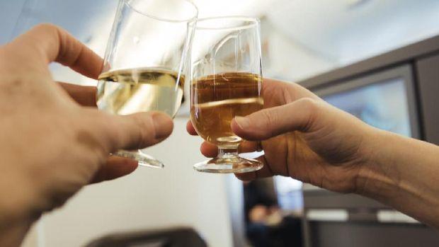 Minuman Alkohol di Pesawat