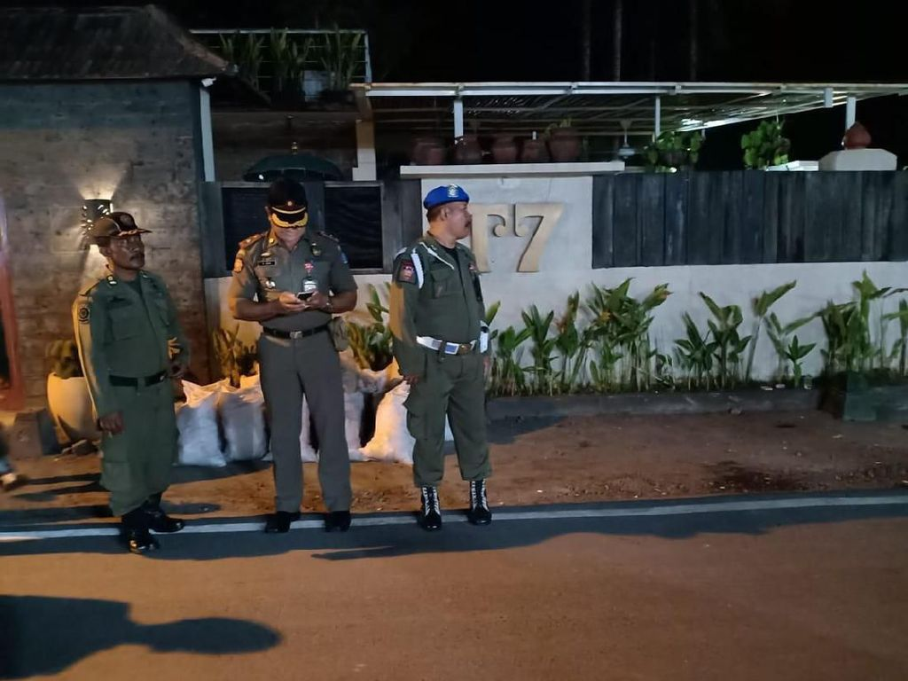 Patroli Satpol PP-Polisi Demi Tamara Bleszynski