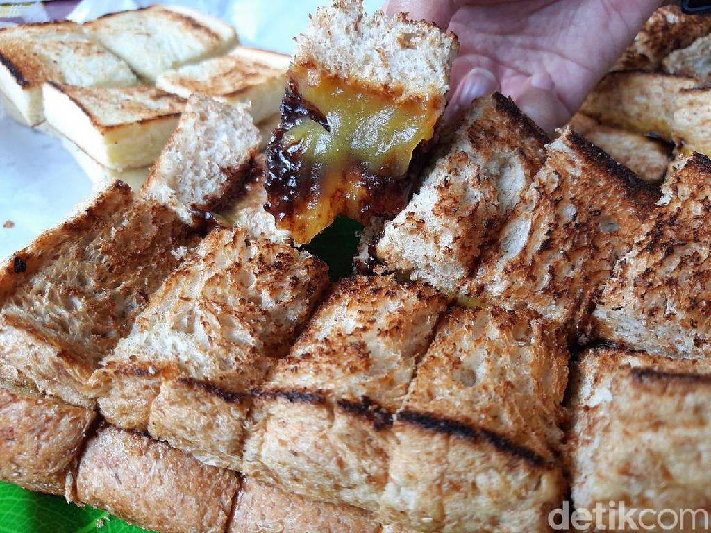 Kalau ke Bandung, Jangan Lupa Coba Roti Gandum Legendaris Ini!