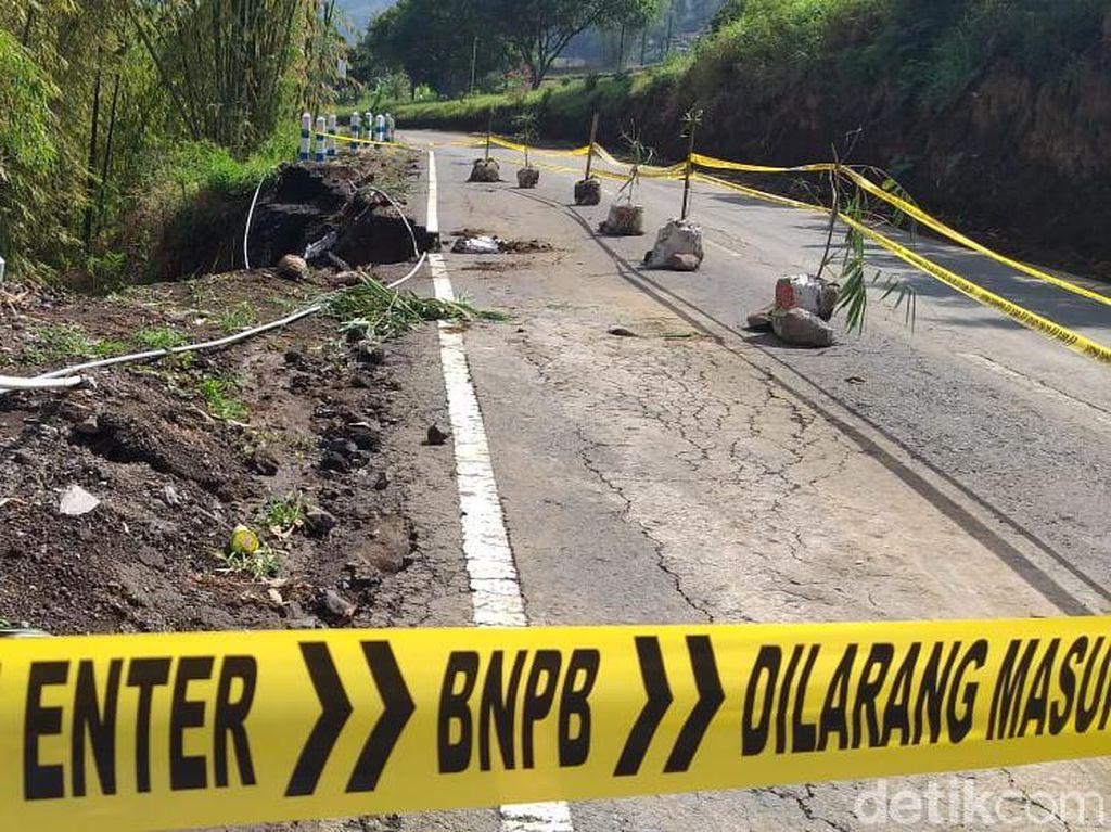 Jalur Utama Menuju Wisata Gunung Bromo dari Probolinggo Longsor
