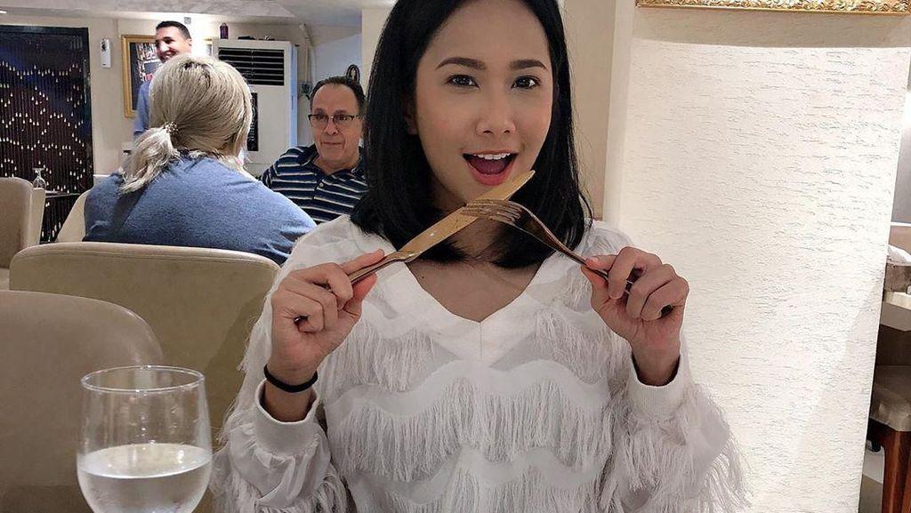 Disebut Saingan Nikita Mirzani, Ini Potret Model Malaysia Dayana Roza Saat Makan