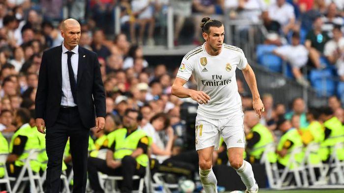 Zinedine Zidane mengaku tak pernah melarang Gareth Bale bermain golf (Foto: GABRIEL BOUYS / AFP)