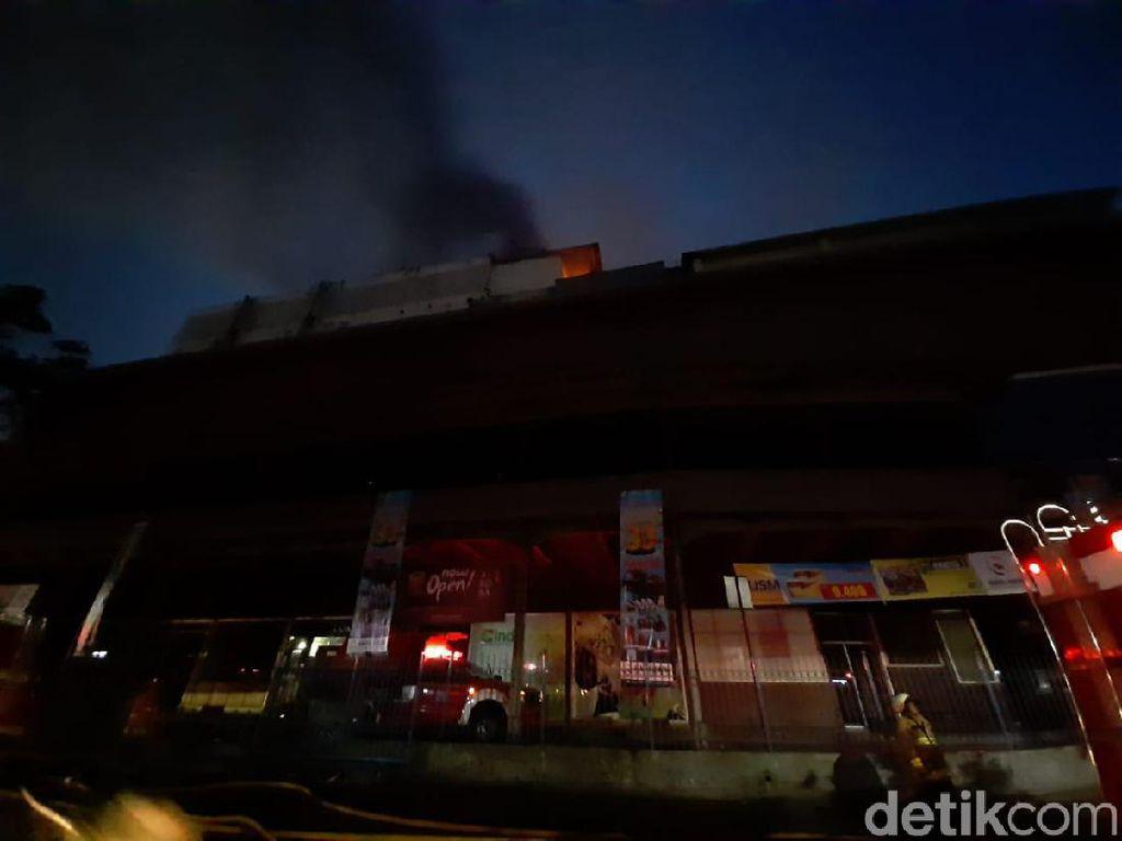Api Kebakaran di Mal Lokasari Mulai Menjalar ke Lantai 6