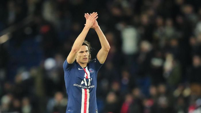 PSGs Edinson Cavani gestures to supporters at the end of the French League One soccer match between Paris Saint-Germain and Lille at the Parc des Princes stadium in Paris, Friday, Nov. 22, 2019. PSG won 2-0. (AP Photo/Michel Euler)