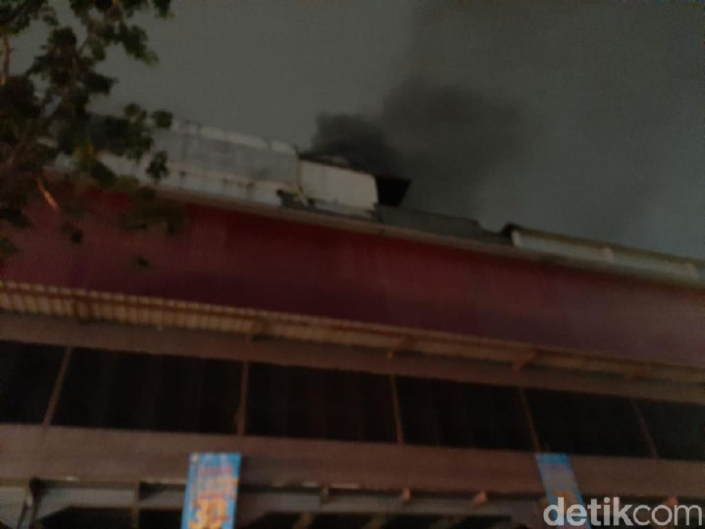 Lebih dari 5 Jam, Kebakaran di Mal Lokasari Belum Padam
