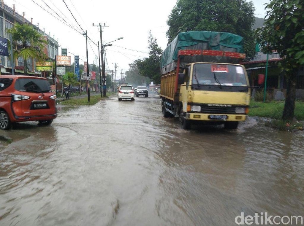 Sejam Hujan, Jalan di Medan Johor Tergenang