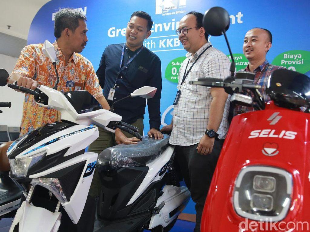 Tertarik Tukar Motor Lama dengan Motor Listrik?
