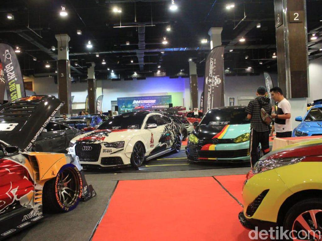 Ratusan Mobil Modifikasi Adu Ganteng di Malaysia, Racing Dominasi