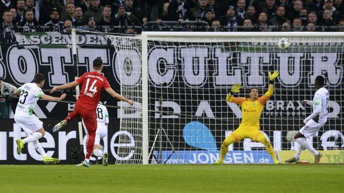 Bayern Munich tumbang di kandang Borussia Moenchengladbach. (Foto: Uwe Kraft / AFP)