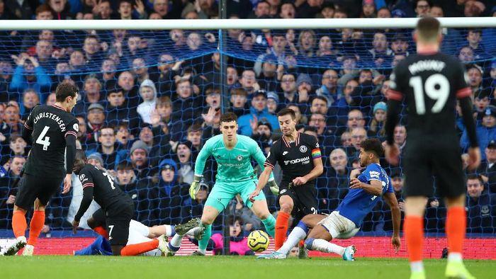 Chelsea kebobolan tiga gol saat tandang ke markas Everton di lanjutan Liga Inggris (Foto: Clive Brunskill/Getty Images)