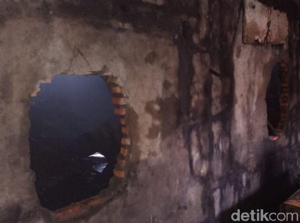 Petugas Damkar Masih Lakukan Pendinginan di Mal Lokasari, Tembok Dibobol