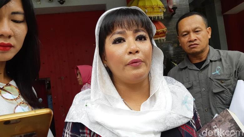 Dewi Tanjung di kasus Novel Baswedan dan ramai #tangkapdewitanjung/ M, Solehudin