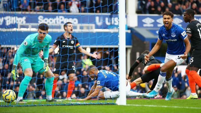 Chelsea tertinggal 0-1 dari Everton di babak pertama (Foto: Clive Brunskill/Getty Images)