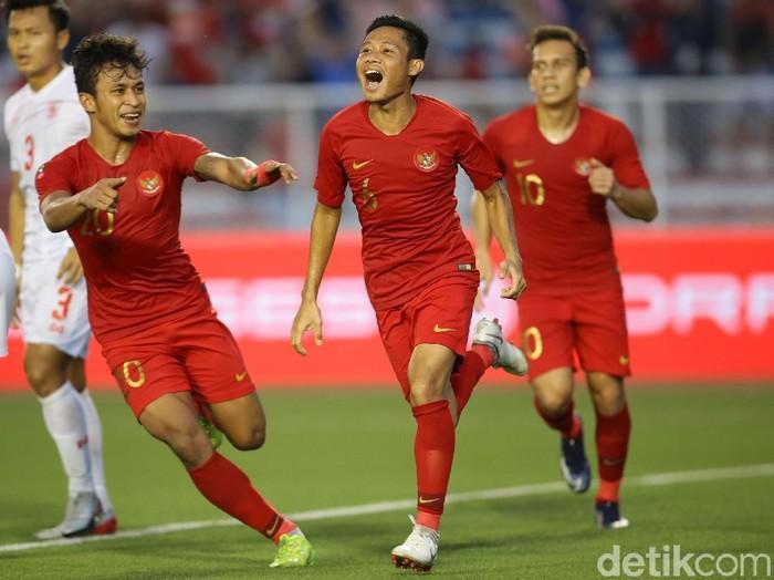 Evan Dimas Darmono merayakan kemenangan Timnas Indonesia U-22 atas Myanmar di semifinal SEA Games 2019.