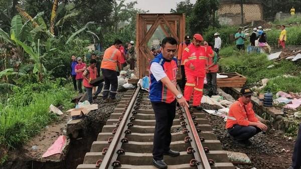 Ilustrasi Perbaikan Rel Kereta (Foto: Dok. KAI)